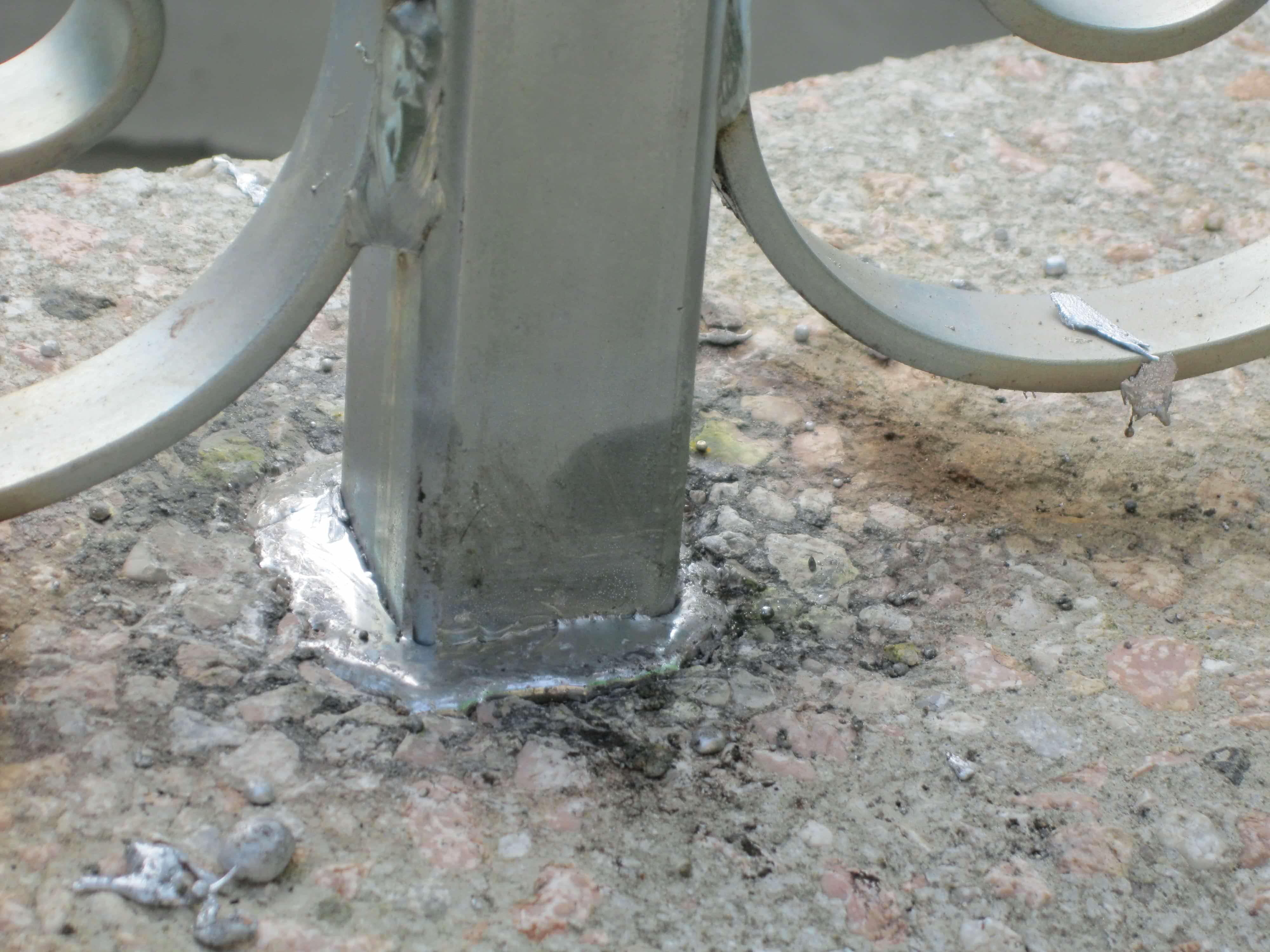 Piombatura di un arco per pozzo in pietra