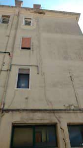 crepe verticali muro