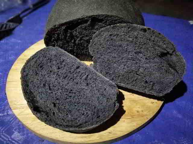 Pane al carbone vegetale benefici e gusto