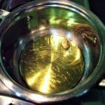 preparazione del sugo al basilico per la parmigiana di melanzane estroso