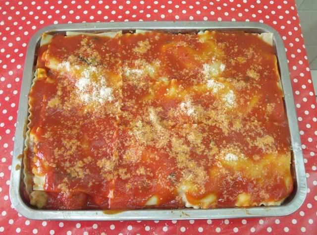 Lasagna napoletana, con ragù, provola e polpette.