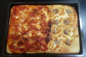 pizza fatta in casa due gusti