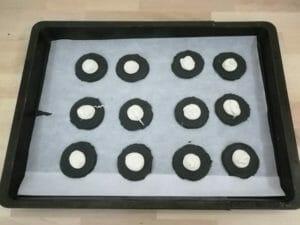 biscotti ai carboni vegetali con crela alle mandorle