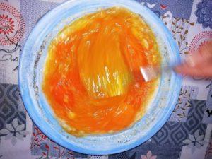 uova sbattute con sale, pepe e parmigiano