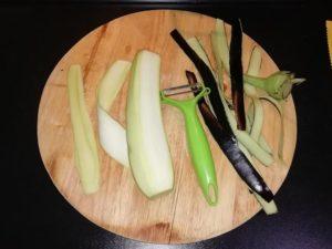 melanzane sbucciate e affettate